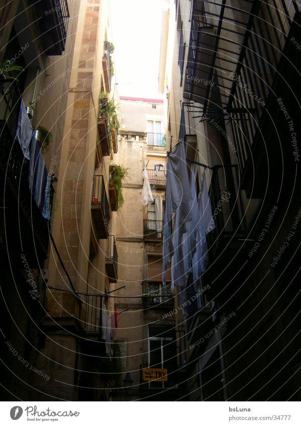 spanische Gasse Sonne Sommer Architektur Spanien eng Wäsche Süden Altbau Altstadt