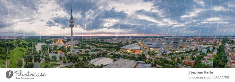 Drohnen-Luftaufnahme des Olympiaparks in der bayerischen Landeshauptstadt München. Park Europa Deutschland Gebäude Architektur Bayern Gras olympiapark Ansicht