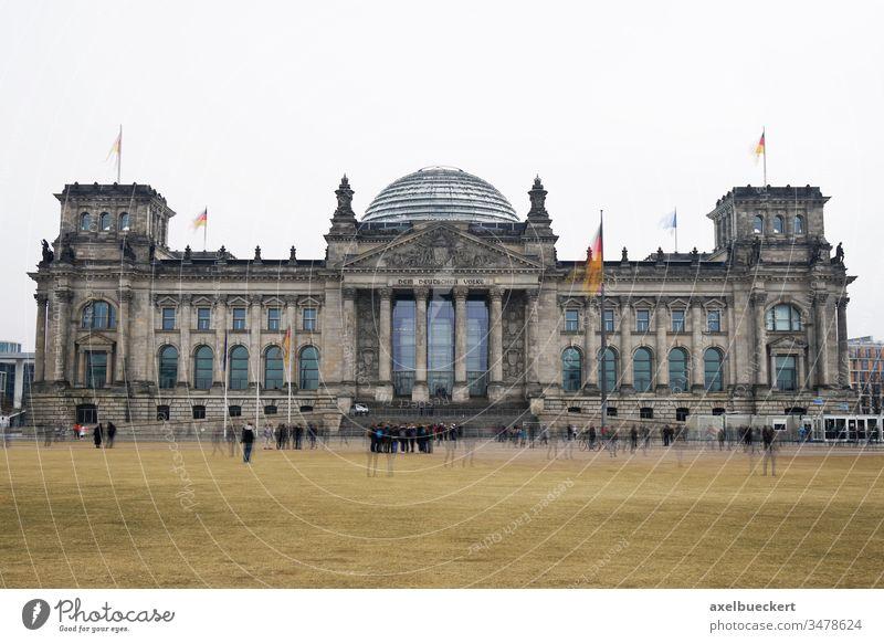 Bundestag Reichsstagsgebäude in Berlin bundestag Reichstag reichstagsgebäude Deutscher Bundestag Wahrzeichen regierungsviertel Parlament Regierung Deutschland