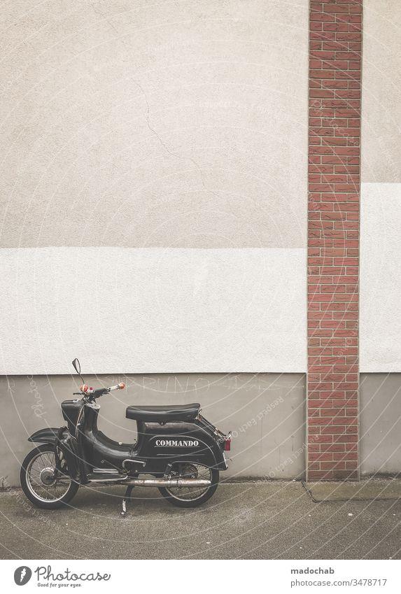 Motorrad vor trister Wand - urbane Montotonie Moped Fahrzeug mobil Staft Berlin trashig einsam allein Einsamkeit Lifestyle Straße Menschenleer retro