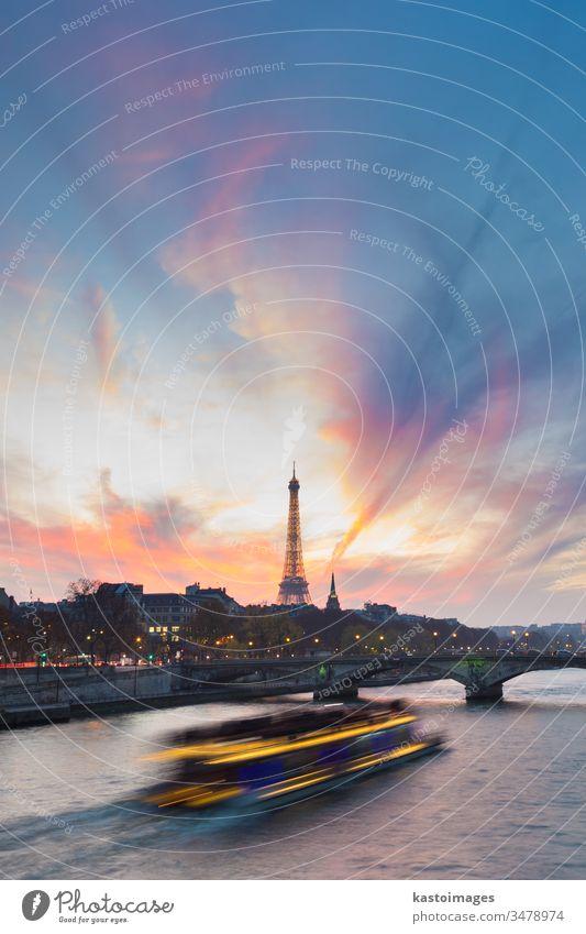 Sonnenuntergang über Eiffelturm und Seine. Paris Großstadt Boot Turm Frankreich Brücke berühmt Wasser Himmel Kapital reisen Architektur Französisch Europäer