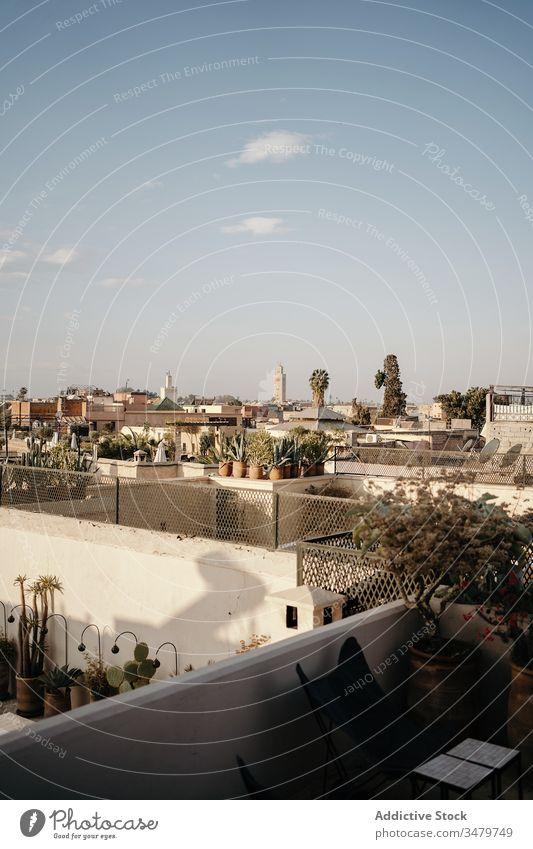 Antike Stadt mit Gebäuden aus weißem Stein Großstadt alt antik Architektur Stadtbild Marrakesch Haus Straße reisen Marokko Tourismus historisch Außenseite