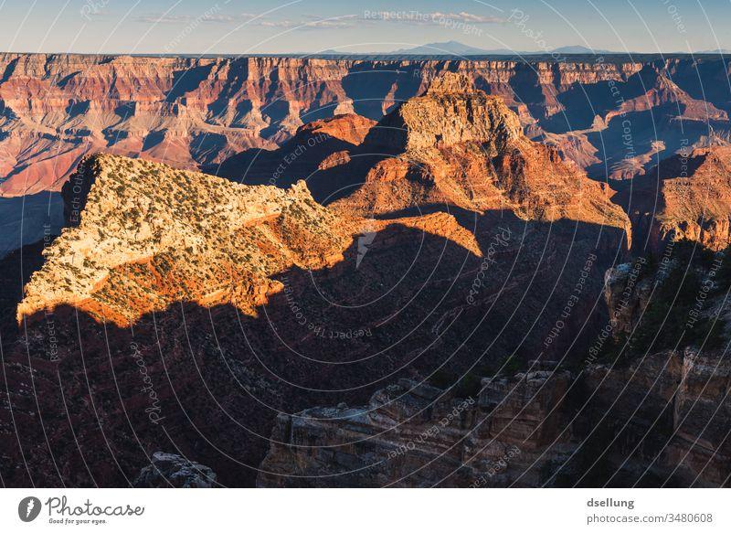 Blick in den Grand Canyon bei Sonnenuntergang Schönes Wetter Wärme blau Ferne Panorama (Aussicht) dramatisch Horizont Abenteuer Stimmung fantastisch