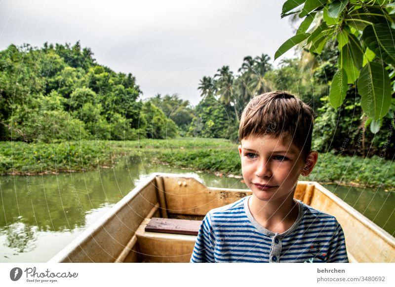 lieblingsmensch | weil er ein abenteurer ist Pflanzen forschen urig Junge Sohn Kind entdecken Ruderboot Boot Palme grün Umweltschutz Fluss wunderschön traumhaft