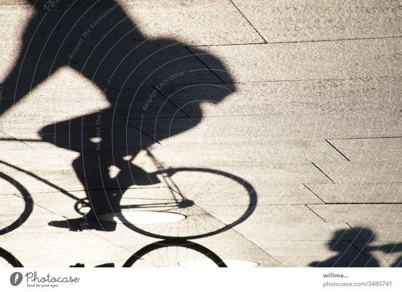 Schatten eines Fahrradfahrers Radfahren Mensch Fahrradfahren sonnig Radsport Freizeit & Hobby Verkehrsmittel Freizeitbeschäftigung Bewegung an frischer Luft