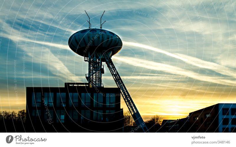 Lüntec Tower - Colani Ei Energiewirtschaft Kohlekraftwerk Kunstwerk Architektur Stadt Menschenleer Industrieanlage Sehenswürdigkeit außergewöhnlich dunkel