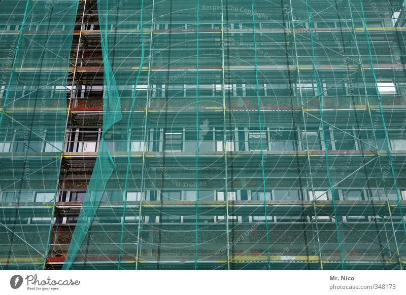 Vorhang auf! Stadt Haus Fenster Architektur Gebäude Linie Arbeit & Erwerbstätigkeit Fassade Hochhaus hoch Baustelle Schutz Bauwerk Unternehmen Handwerker