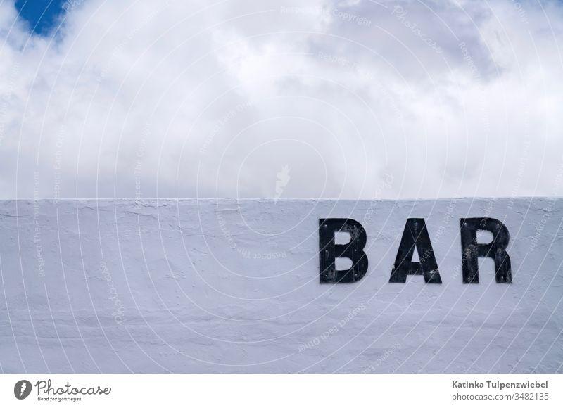 Strandbar Bar weiß Himmel trinken Alkohol Eintritt Getränk Hintergrundbild Wolken Bezeichnung Mauer weiße mauer Willkommen Nachtleben Feste & Feiern