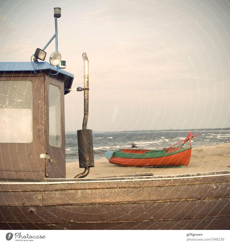 nachwuchskraft Natur alt Wasser Meer rot Landschaft Wolken Strand Küste Holz Sand Wasserfahrzeug Horizont Arbeit & Erwerbstätigkeit Wellen Wind