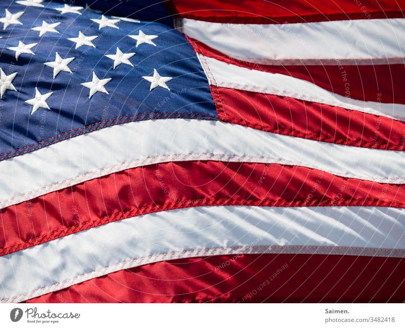 Stars&Stripes Amerika Flagge fahne USA Wind wehen Farbfoto streifen Sterne Linien und Formen Nähte rot blau Freiheit weiß Selbstständigkeit patriotisch