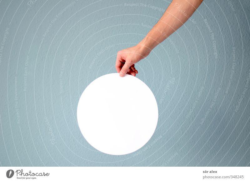 das ist ein Kreis... blau weiß Hand Schilder & Markierungen Finger Kreis Kreativität rund Zeichen festhalten Ziel Hinweis kreisrund Symbolismus neutral Unterarm