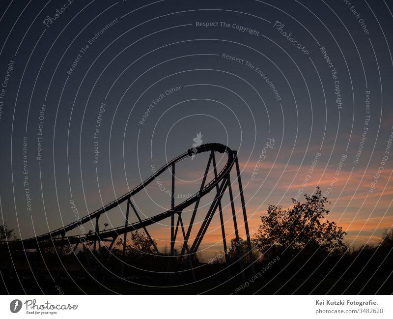 Achterbahn im Sonnenuntergang achterbahnfahrt Gefühle Emotionen emotional Gefühlsachterbahn Achterbahn der Gefühle moody Atmosphäre atmosphärisch Landschaft