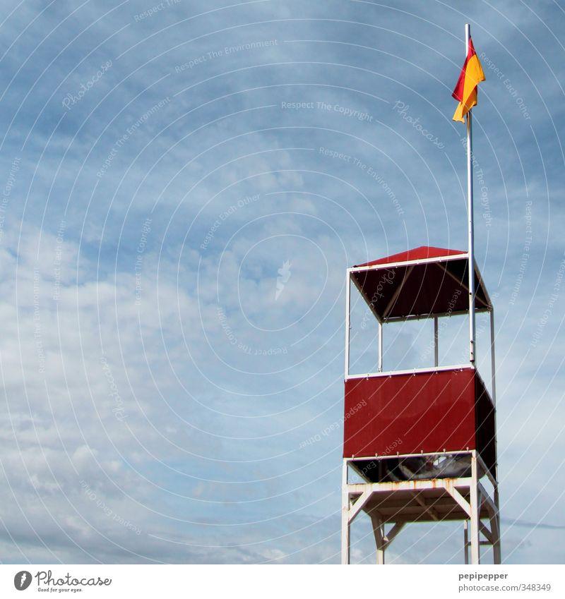 Baywatch Ferien & Urlaub & Reisen blau Sommer Meer rot Wolken Strand Ferne Freiheit Küste Schwimmen & Baden Freizeit & Hobby warten Tourismus Schönes Wetter beobachten