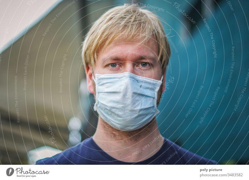 Coronavirus: Covid-19-Gefahr. Porträt eines jungen Mannes mit einer Mund-Nasen-Maske, biologische Gefahr Person Epidemie Schutz Virus Grippe Umweltverschmutzung