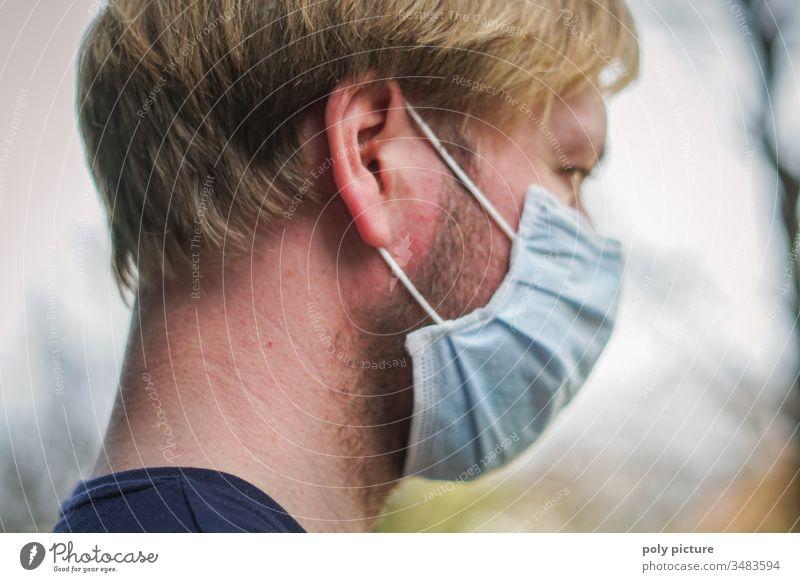 Porträt eines Mannes mit einer Schutzmaske von der Seite, Coronavirus-Gefahr Person Epidemie Virus Grippe Umweltverschmutzung Allergie Krankheit Maske Medizin