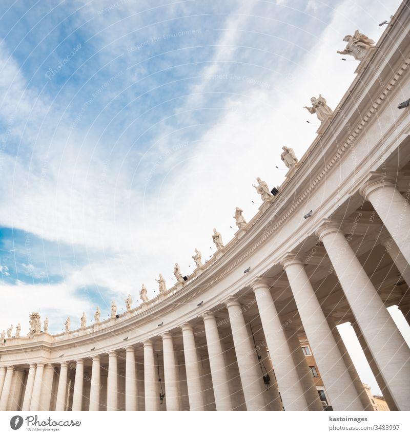 Petersplatz im Vatikan. Rom. Petersdom Italien Religion Bildhauerei Statue alt urban Wahrzeichen antik peter Europa Denkmal Architektur Katholizismus Quadrat