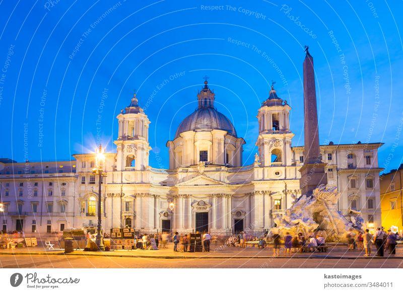 Navona-Platz in Rom, Italien. Wahrzeichen Brunnen der vier Flüsse fontana dei quattro fiumi Piazza Navona Tourist Urlaub Feiertage Quadrat Gebäude reisen