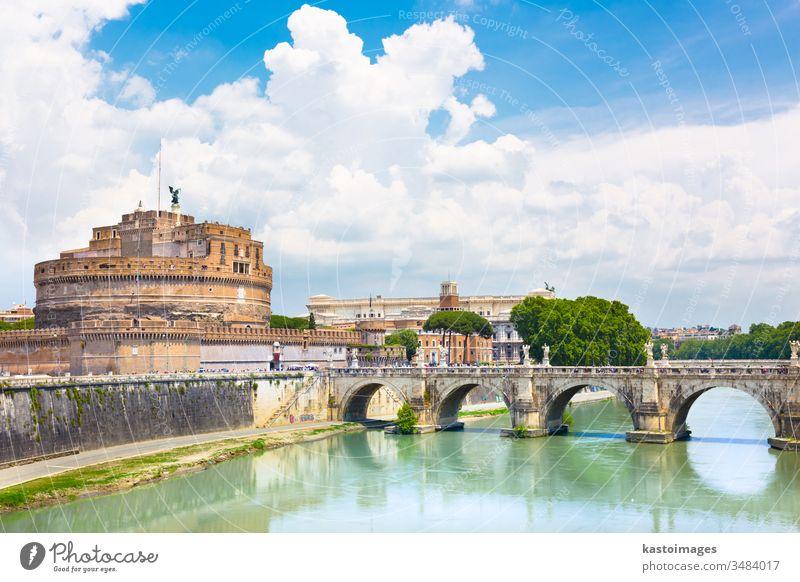 Schloss und Brücke Sant Angelo in Rom, Italien. Burg oder Schloss Wahrzeichen Architektur Fluss Europa Historie historisch Tiber Festung Kapital antik Großstadt