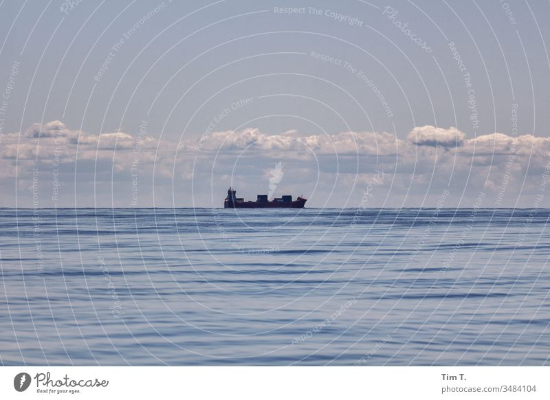 Warentransport Schifffahrt Ostsee Baltic Sea Meer Wasser baltic sea Wellen water wave blue blau waves seaside Frachter fracht Wolken Himmel sky See clouds ruhig