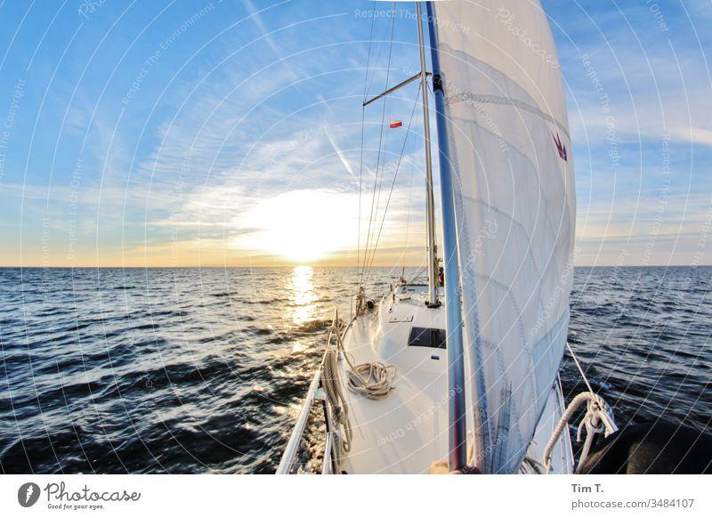 Segeln Schiff Segelboot Sonne Horizont Bavaria Wasser Meer Sommer Erholung Lifestyle Sport nautisch Jacht Abenteuer Wind Himmel Boot MEER Urlaub reisen