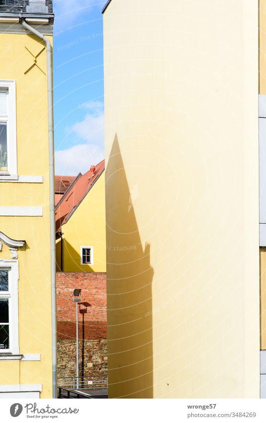 Magdeburger Fassaden am Fürstenwall II Gebäudeteil Laterne Dächer Altstadt Schattenspiel Schönes Wetter Sonnenschein Tag Stadtzentrum Hauptstadt Himmel Bauwerk