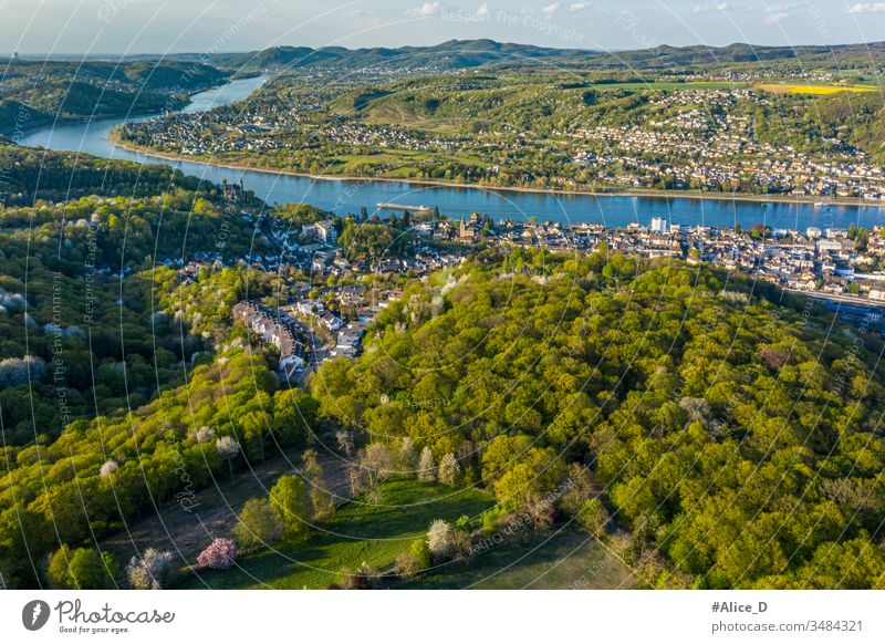 Luftaufnahme des Rheintals und der Städte Remagen Erpel und Unkel Deutschland Antenne Apollinariskirche Anziehungskraft schön Vogelauge Bonn Großstadt Stadtbild