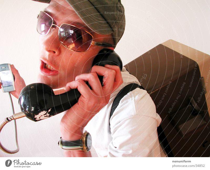 Freaky Phonezelle Mann Telefon retro Telekommunikation Siebziger Jahre Telefongespräch Telefonhörer Achtziger Jahre Technik & Technologie Headset Telefonzelle