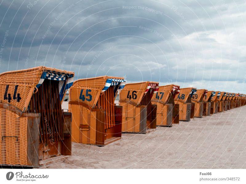 kurze Sommerpause Himmel blau weiß Erholung Einsamkeit ruhig Wolken Strand Gefühle Küste Holz Sand Stimmung orange Ziffern & Zahlen