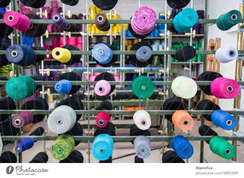 Rollenspiele | wörtlich genommen Garnspulen bunt Weberei Handwerk Faser Schnur Nähen Bekleidung Material Stoff Fabrik Textil Mode Gerät Produktion Design