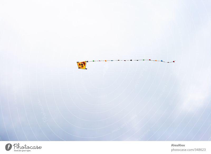 Lass deinen Drachen steigen Luft Himmel Wolken fliegen blau mehrfarbig gelb rot weiß Gefühle Fröhlichkeit Lebensfreude Erholung Lenkdrachen Freizeit & Hobby