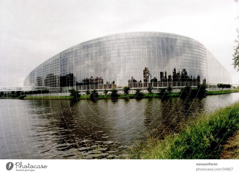 Europaparlament Strasbourg Straßburg Europa Parlament Frankreich Architektur Houses of Parliament l´ìll Wasser Fluss archtiktur Glas verspiegelt france