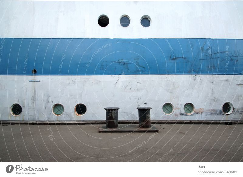 neun Augen blau alt weiß grau Metall Hafen Schifffahrt Segelschiff Bullauge