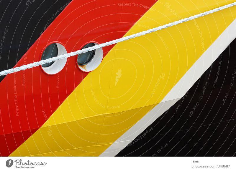 zwei Augen Verkehr Schifffahrt Wasserfahrzeug Seil Bullauge Linie Streifen gelb gold rot schwarz weiß Farbfoto Außenaufnahme Muster Menschenleer