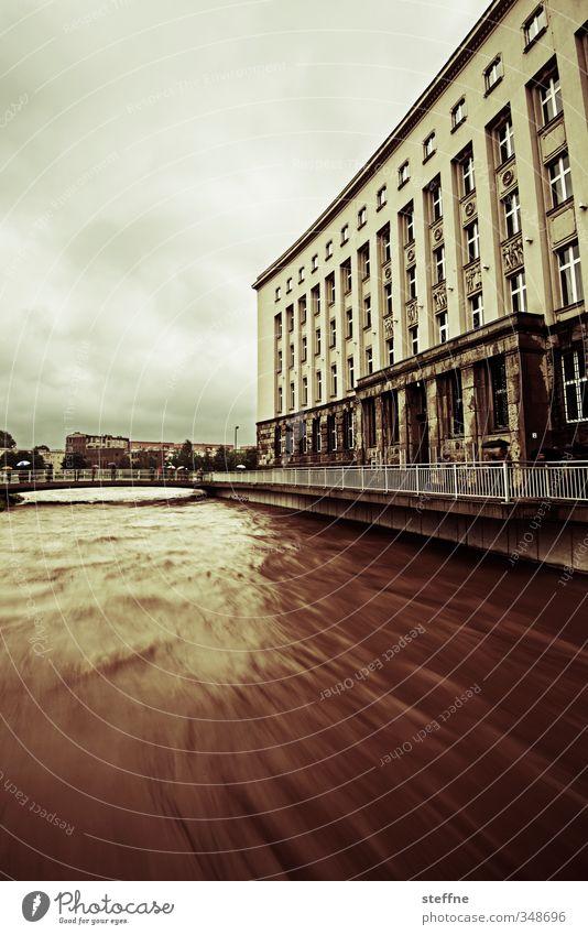 Wann kommt die Flut Umwelt Natur schlechtes Wetter Regen Chemnitz Angst gefährlich Verzweiflung Hochwasser Überschwemmung Farbfoto Außenaufnahme