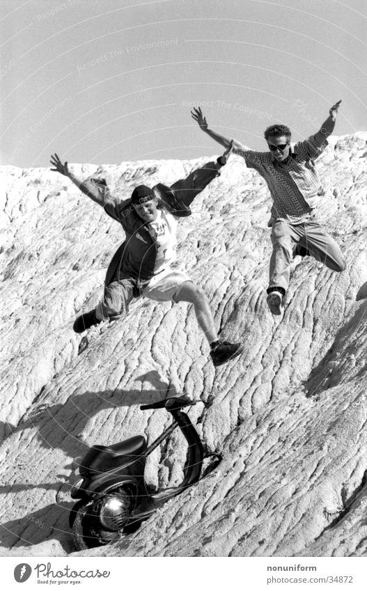 Freakjump Jugendliche Sommer Freude Leben springen Freiheit Freundschaft Zusammensein frei gefährlich Freizeit & Hobby fallen Lebensfreude Mut Motorrad abwärts