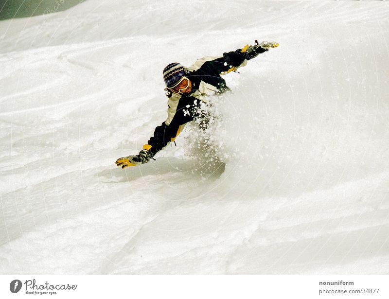 Snowgirl Winter Schnee Sport Geschwindigkeit Körperhaltung Gleichgewicht abwärts Snowboarding schwungvoll Snowboarder Tiefschnee Pulverschnee Schneebrille