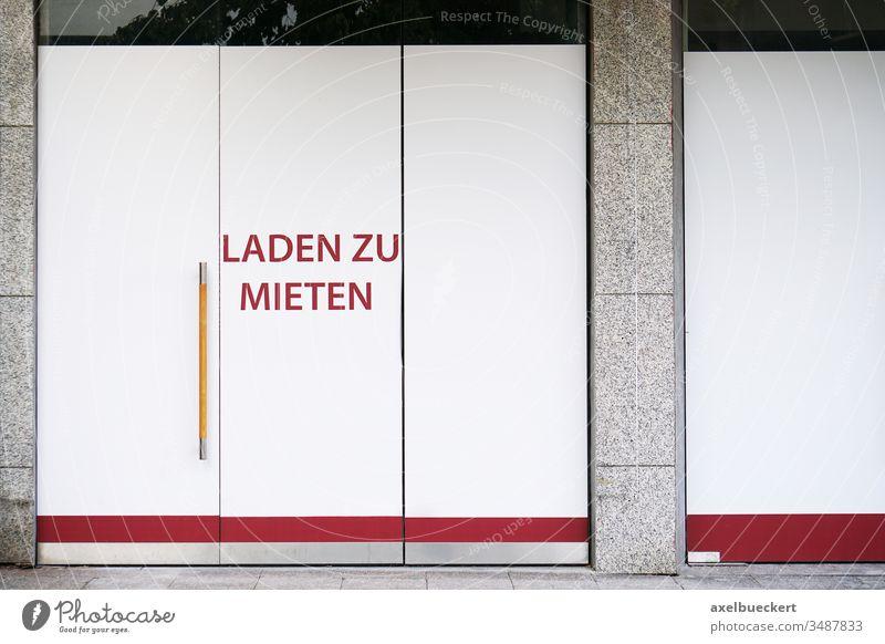 Laden zu mieten Geschäft zu vermieten geschlossen Ladengeschäft Krise bankrott pleite Gebäude Fassade Miete Innenstadt Leerstand Business Wirtschaft