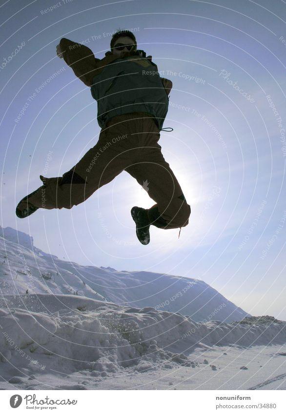 jep - ab auf die Piste Mann Freude Winter Ferien & Urlaub & Reisen Schnee springen Berge u. Gebirge Sportler Winterurlaub
