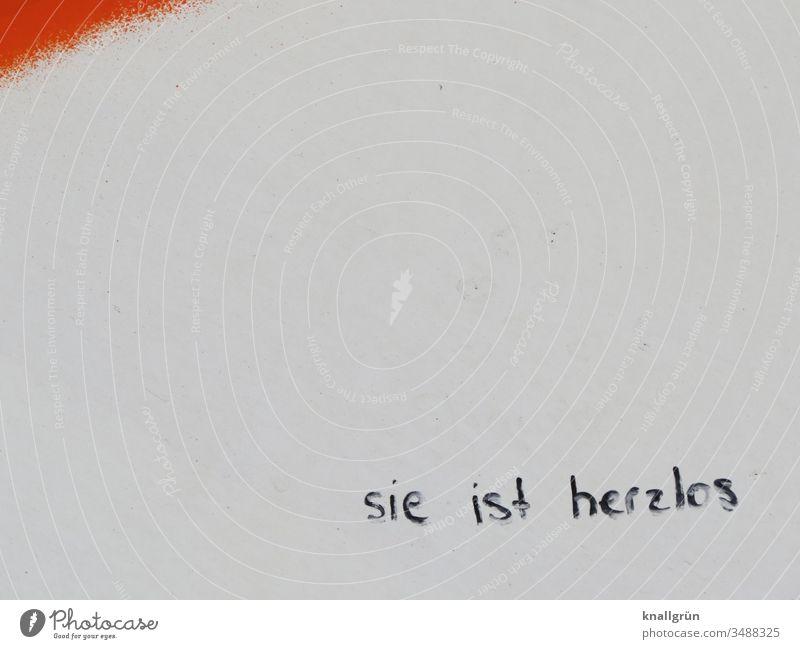 Sie ist herzlos Liebe Frau Liebeskummer gebrochenes Herz Enttäuschung Graffiti Gefühle Traurigkeit Trennung Schmerz Verzweiflung Einsamkeit verlassen verlieren