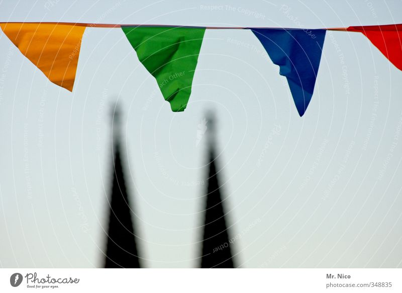 köln feiert ! Himmel blau Stadt grün rot Umwelt gelb Religion & Glaube Feste & Feiern Wind Lifestyle Dekoration & Verzierung Kirche einzigartig Symbole & Metaphern Bauwerk
