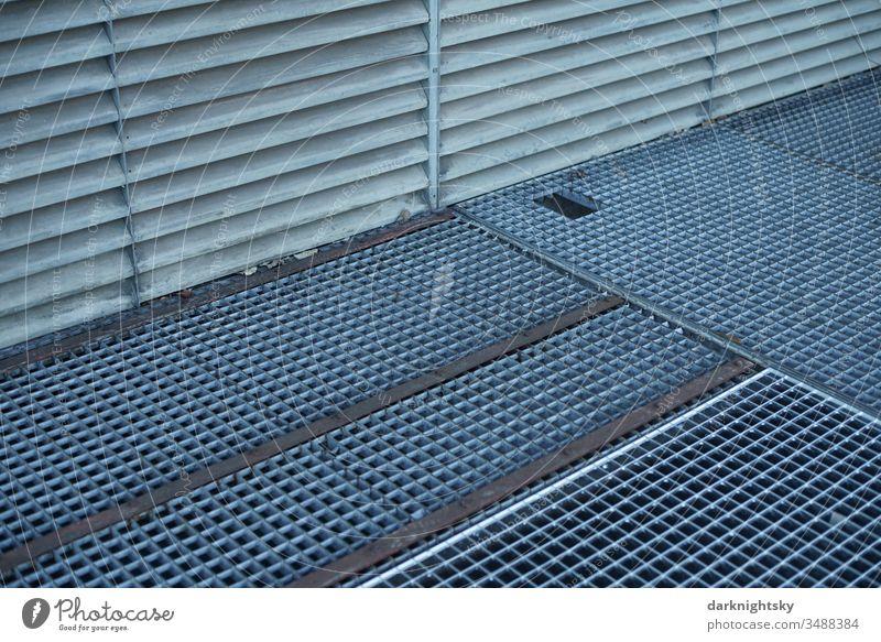 Gitter Rost aus Metall, Architektur im Detail Gitterrost Farbfoto Strukturen & Formen Menschenleer Detailaufnahme Lichtschacht verzinkt Alluminium grau blaugrau