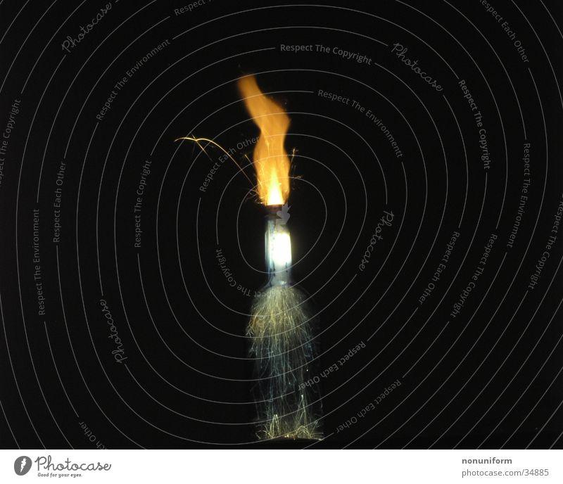 Burning Bottle Wunderkerze Langzeitbelichtung Flasche Langzeibelichtung Brand Funken Glas Rauch