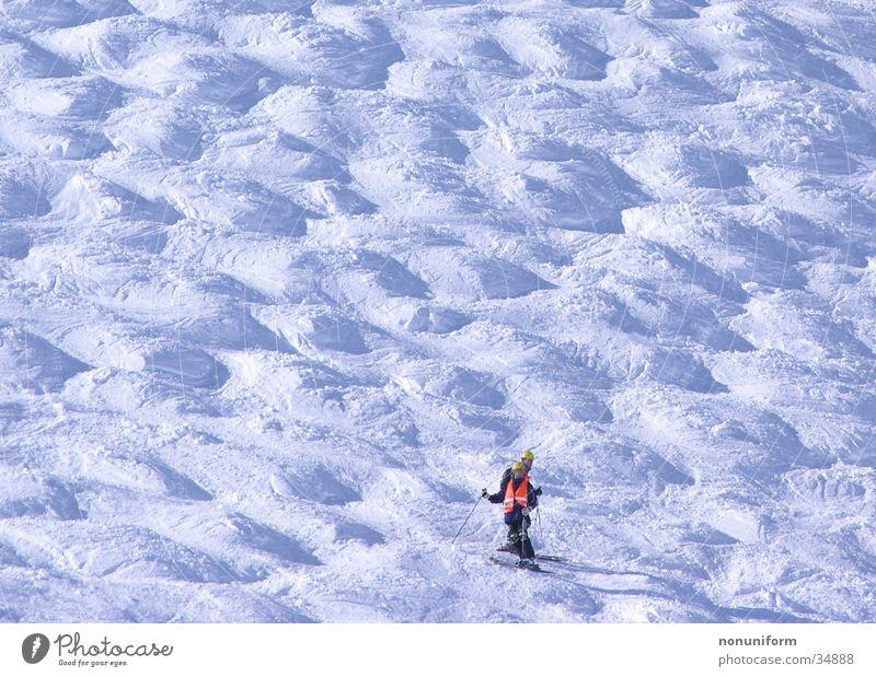 Buckelarbeiter Bauarbeiter Skipiste Sport Skifahren Buckelpiste Schnee