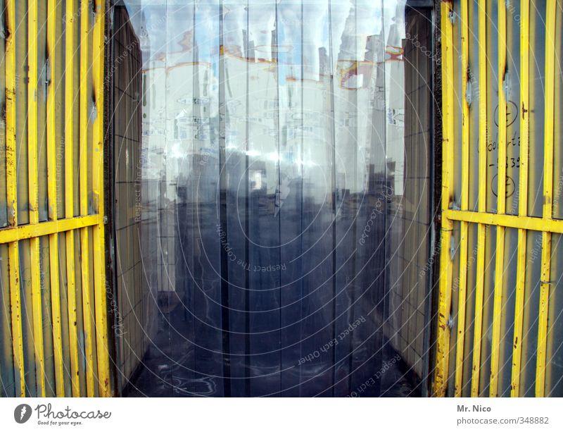 streifig Arbeitsplatz Fabrik Wirtschaft Handel Güterverkehr & Logistik Industrieanlage Tür gelb Vorhang Industrievorhang Durchgang Lamellenjalousie durchsichtig