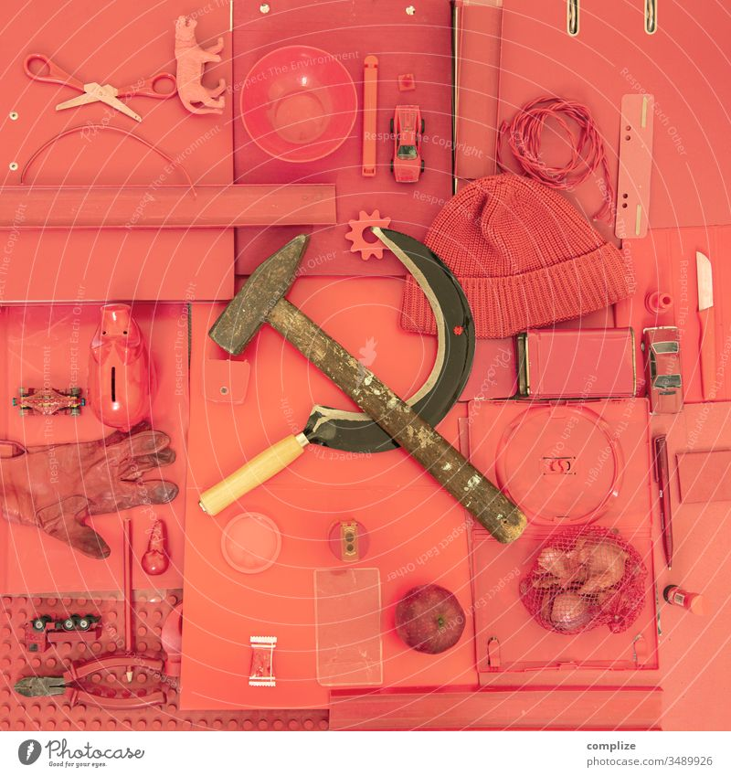 CCCP Hammer Sichel objekt der begierde rot Kommunismus UdSSR style hammer und sichel Ton in Ton Superstillife Farbe rötlich
