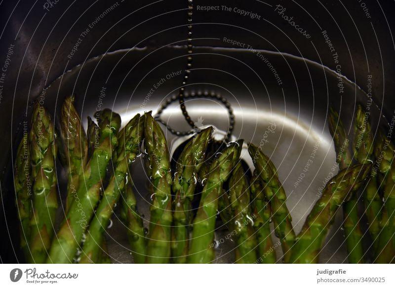 grüner Spargel im Spülbecken grüner spargel Gemüse Wasser Küche kochen & garen Gesunde Ernährung Lebensmittel Vegetarische Ernährung Spargelzeit frisch