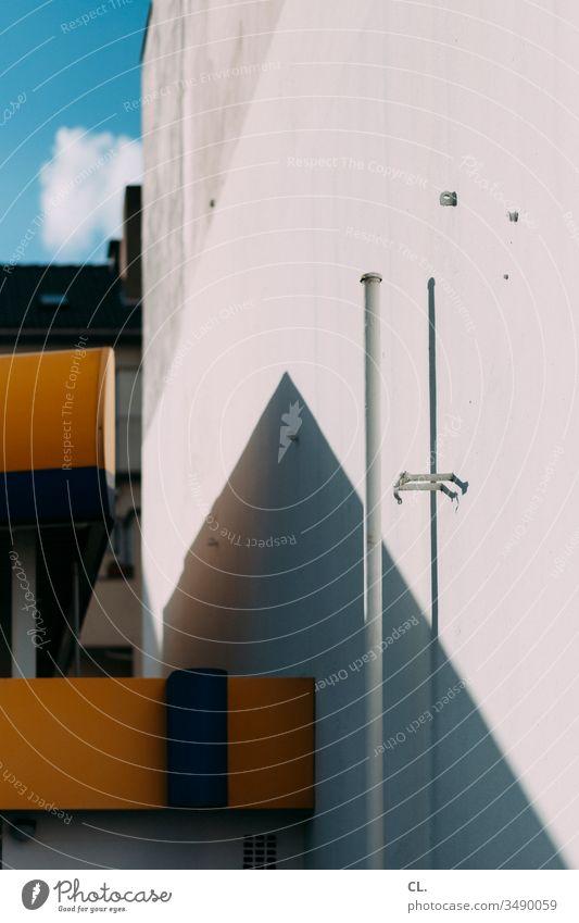 architektur abstrakt Architektur Wand ästhetisch Mauer Gebäude eckig Strukturen & Formen Himmel Blauer Himmel