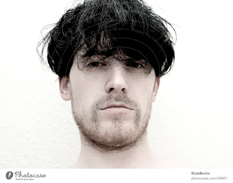 Bart ab #1 Mann intensiv Porträt hart direkt High Key bewegungslos kalt Vollbart rasiert Blick Klarheit geringe Sättigung nasse Haare schön