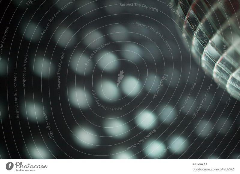 Spiegelkugel projiziert runde Lichtkreise an die Wand Lichteffekt Discokugel Party Club Feste & Feiern Lichterscheinung Veranstaltung Musik Entertainment