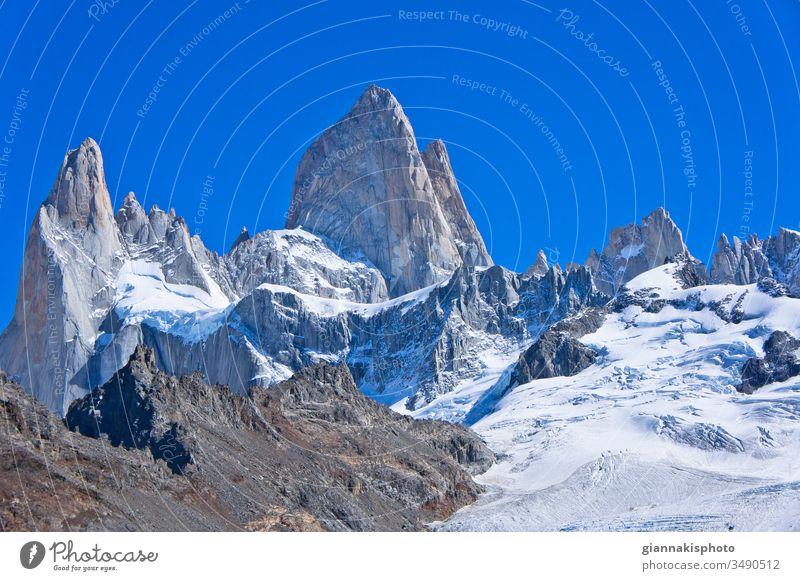 Monte Fitz Roy, Patagonien, Argentinien, Südamerika Abenteuer Andengebirge schön Schönheit der Natur blau Blauer Horizont Blauer Himmel Cerro Chaltén